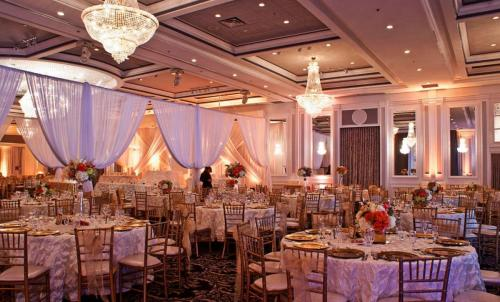 event or wedding drapes / event draping / drape rental and installation Montreal